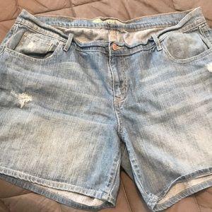 Old navy boyfriend distressed shorts size 16
